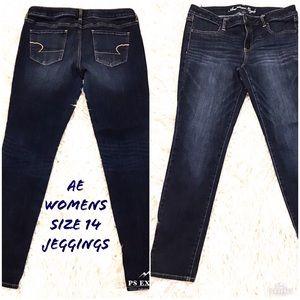 AE womens 14 Skinny Jegging Jeans Blue EUC
